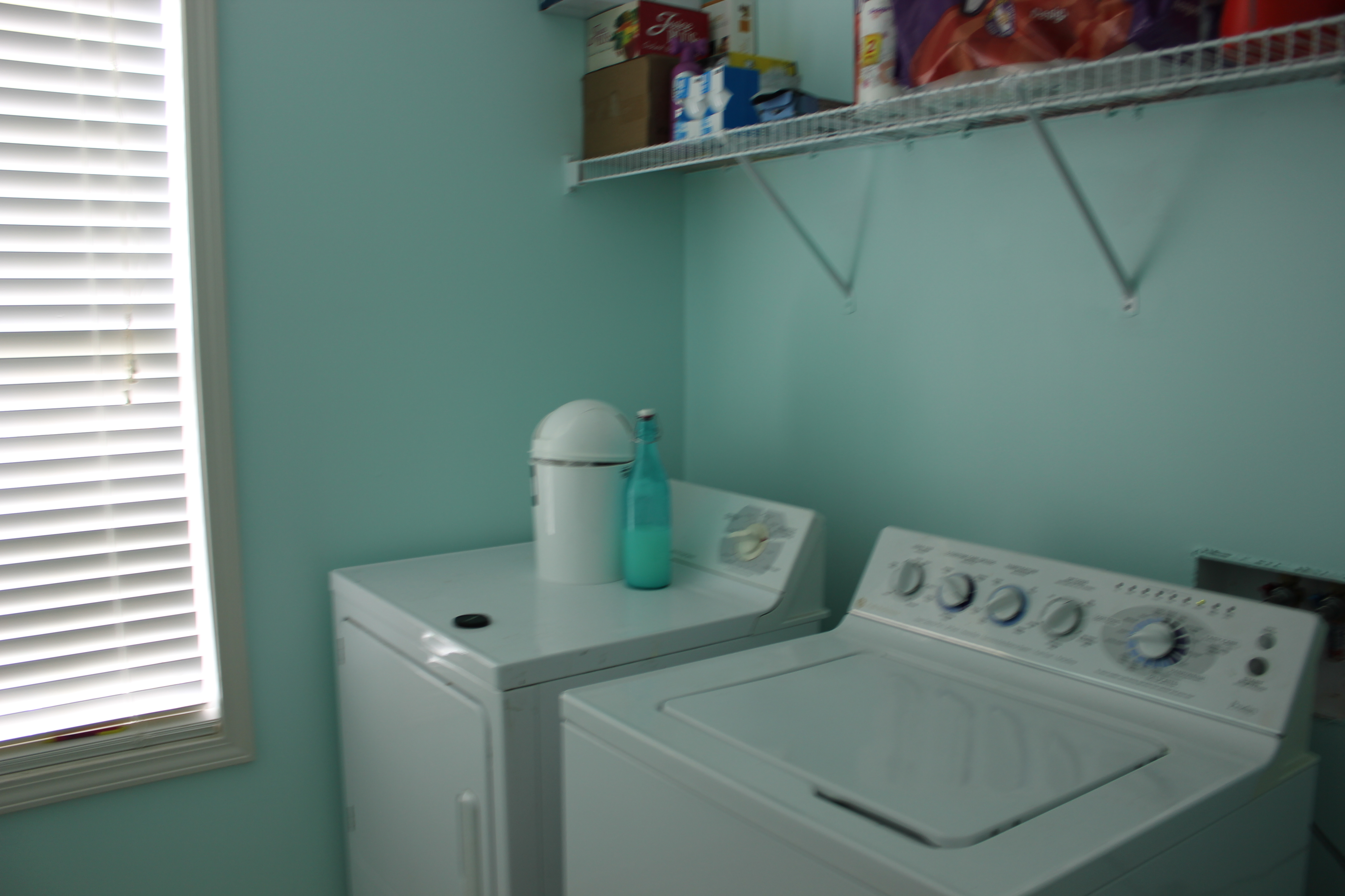Laundry room a blog to bragg about - Best colors for a laundry room ...